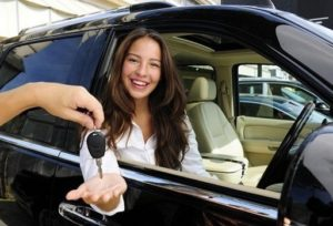 lady got car key 1